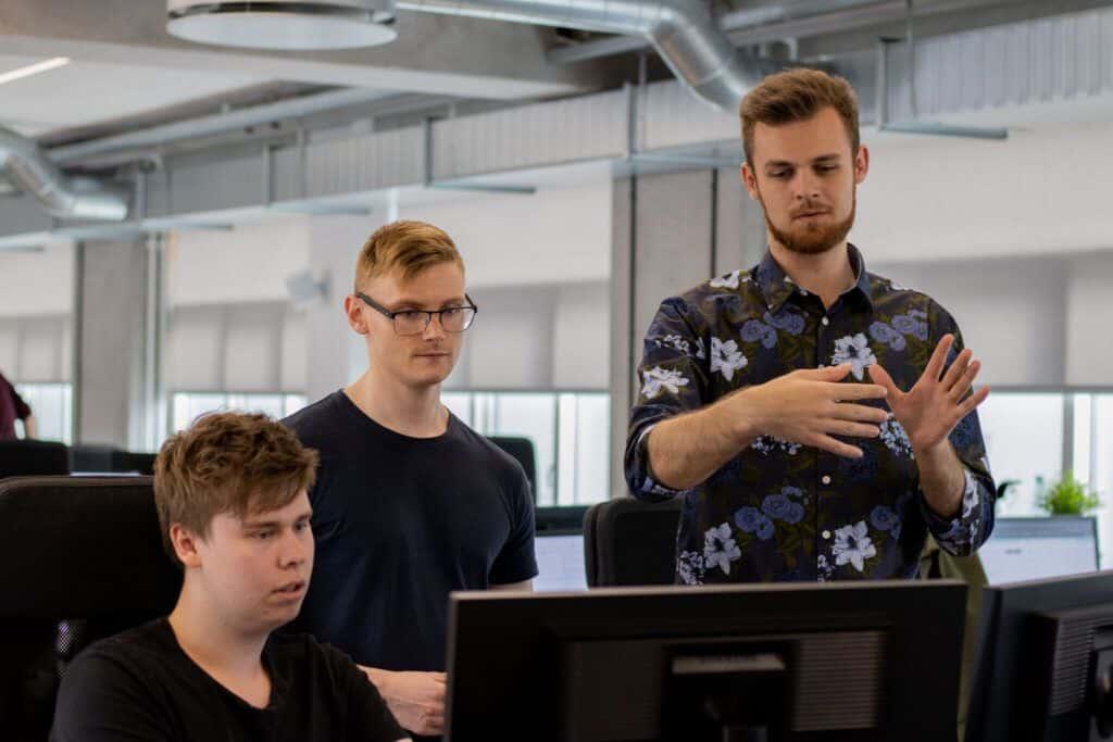 Rasmus forklarer udarbejdelsen af en professionel hjemmeside