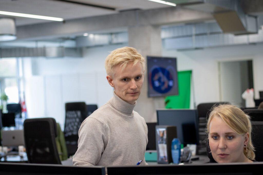 Anders forklarer omkring hjemmeside design